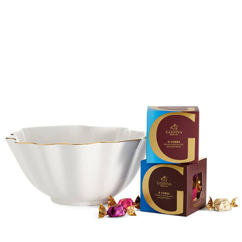 Luxury Gold Bowl with Milk & Dark Chocolate G Cube Truffles