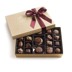 Assorted Nut & Caramel Gift Box, Wine Ribbon, 19 pc.